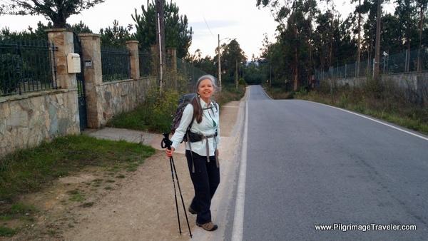 Elle on the Calle Lagoa, Camino Frances