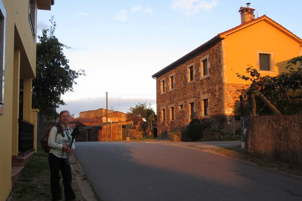Elle on the Rúa de San Marcos, Camino Frances