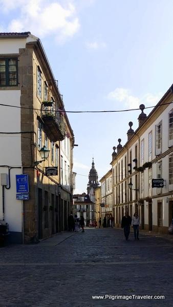 Entering the Rúa da Porta da Pena on the English Way