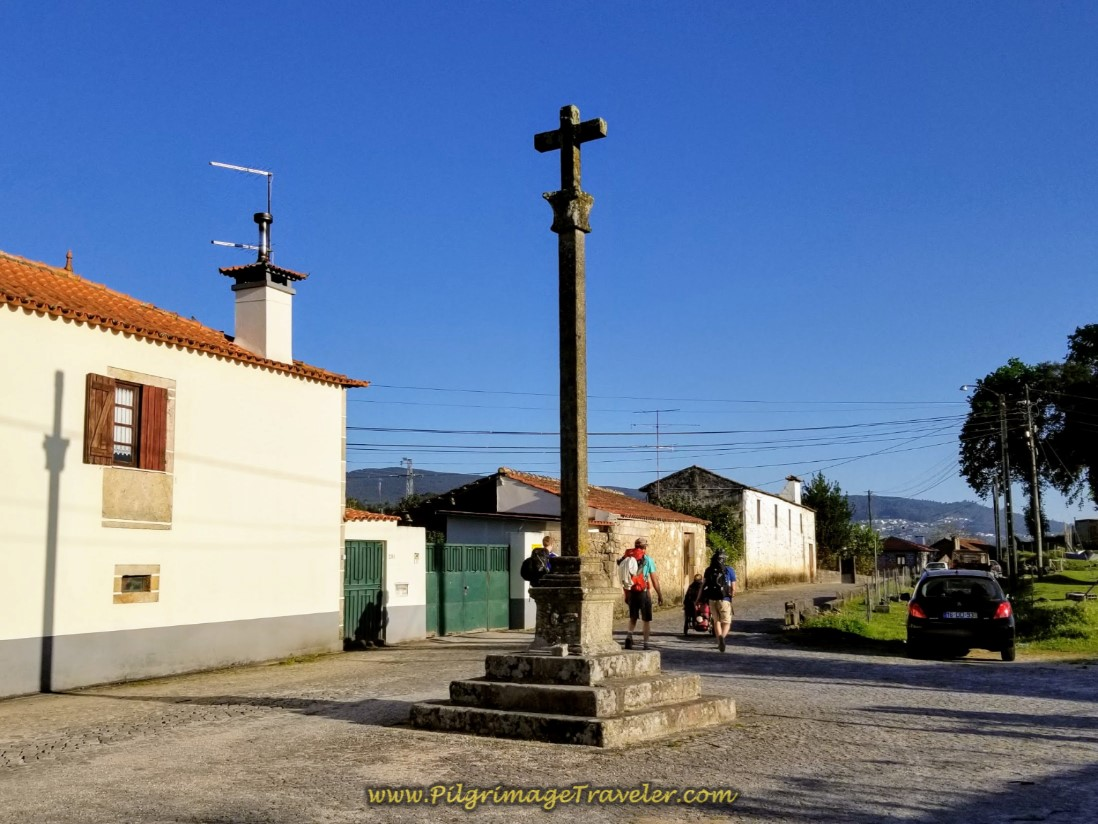 Cruceiro Farther Along on the Rua do Espírito Santo on day seventeen on the Central Route of the Camino Portugués