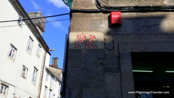 Rúa da Porta da Pena, old city street sign on the English Way