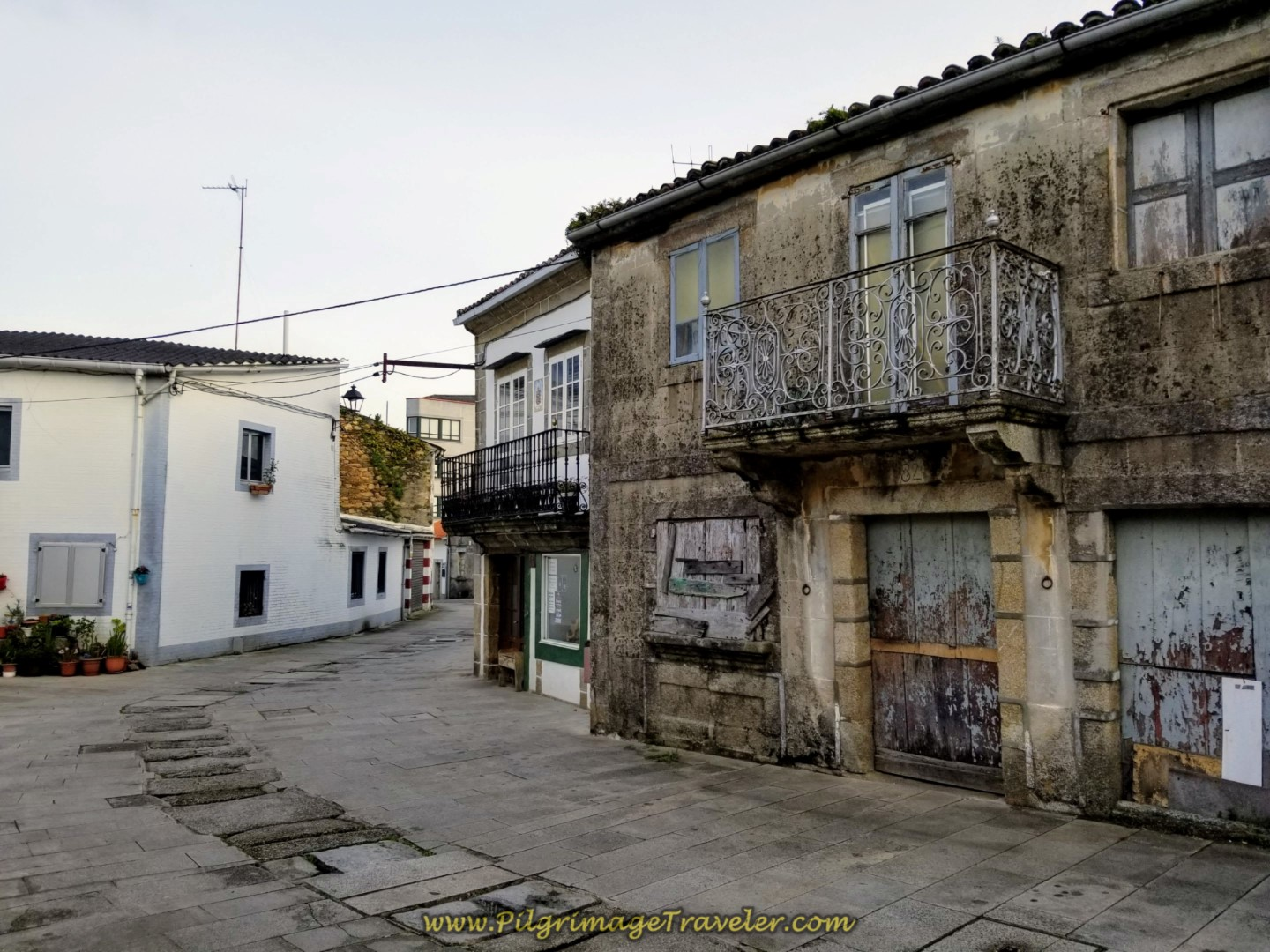 Very Old Building on the Rúa Real in Neda on day two of the Camino Inglés