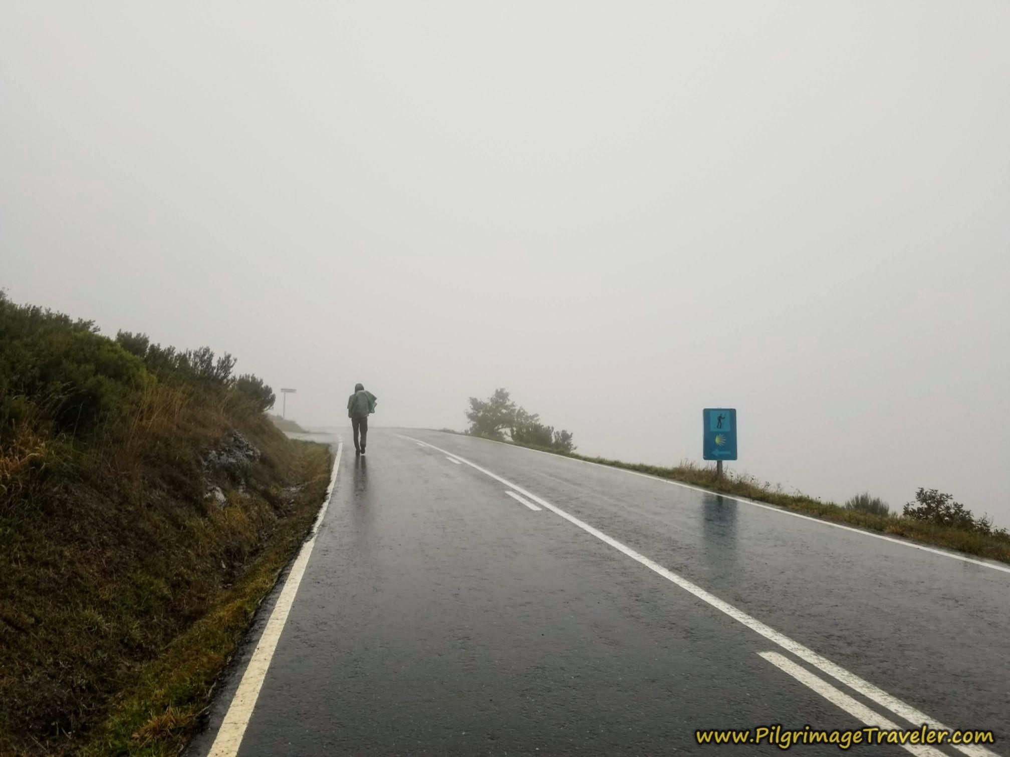 Left Turn Towards A Venda da Teresa on the Camino Sanabrés from A Gudiña to A Venda da Capela