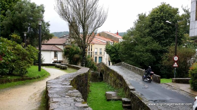 Old Roman bridge on the Rúa do Carme de Abaixo, Santiago de Compostela, Galicia, Spain