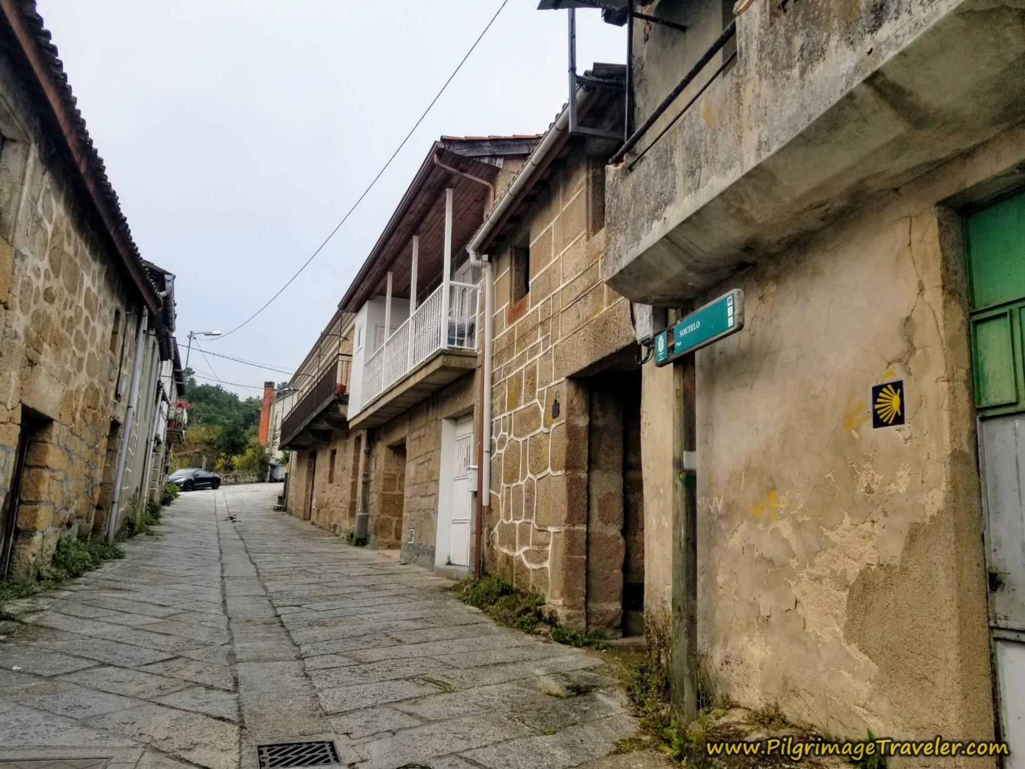 Walking Through Soutelo on the Camiño Real  Cudeiro Sur, Camino Sanabrés, Ourense to Cea