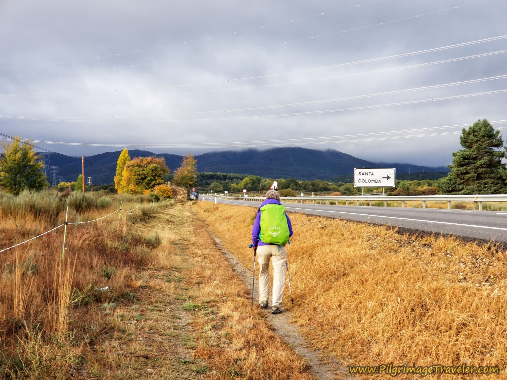 Lane Becomes a Frontage Path on the Camino Sanabrés from Puebla de Sanabria to Lubián