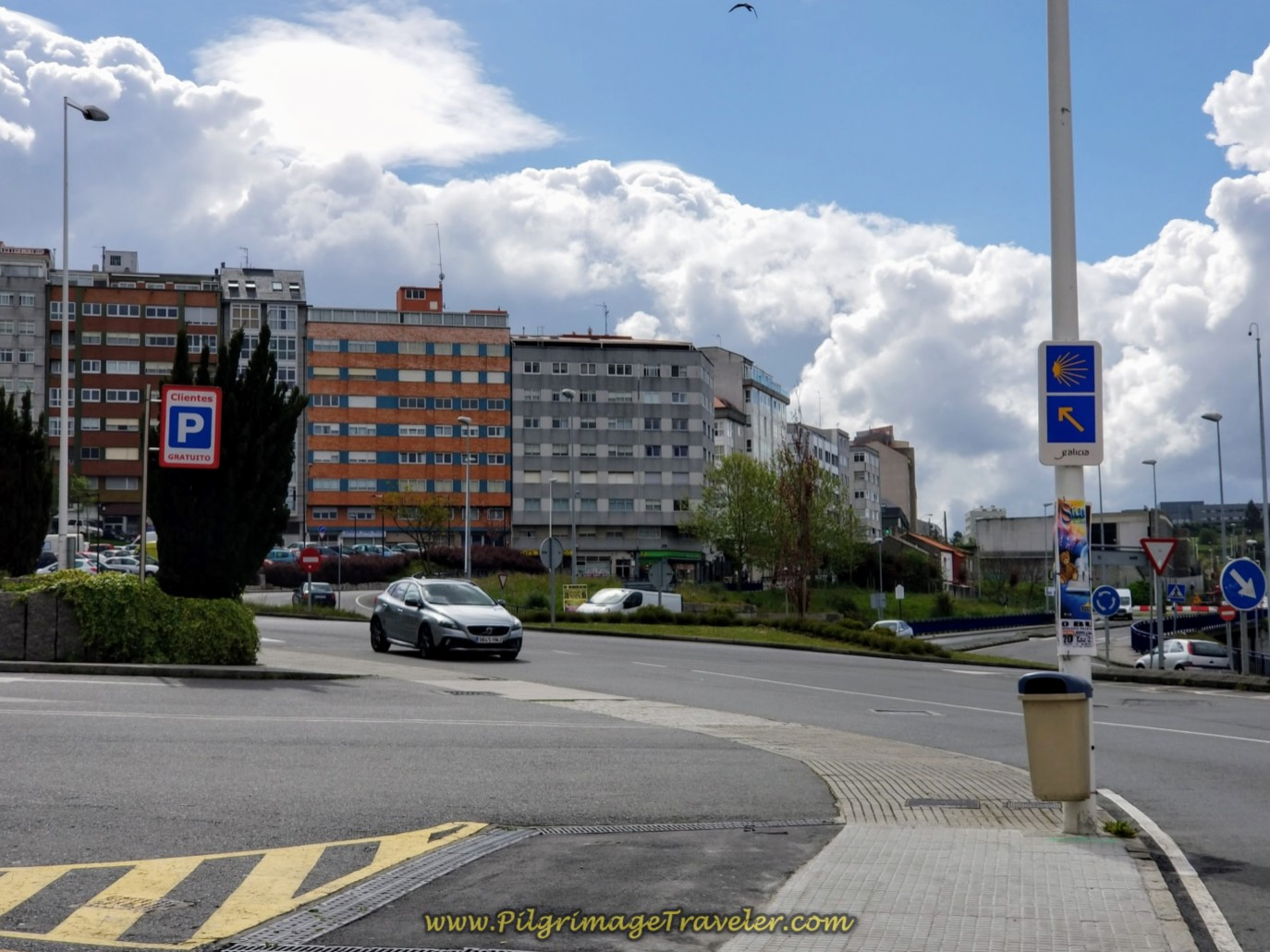Stay Left on the Avenida de Monelos at Roundabout, in La Coruña on day one of the La Coruña Arm of the Camino Inglés