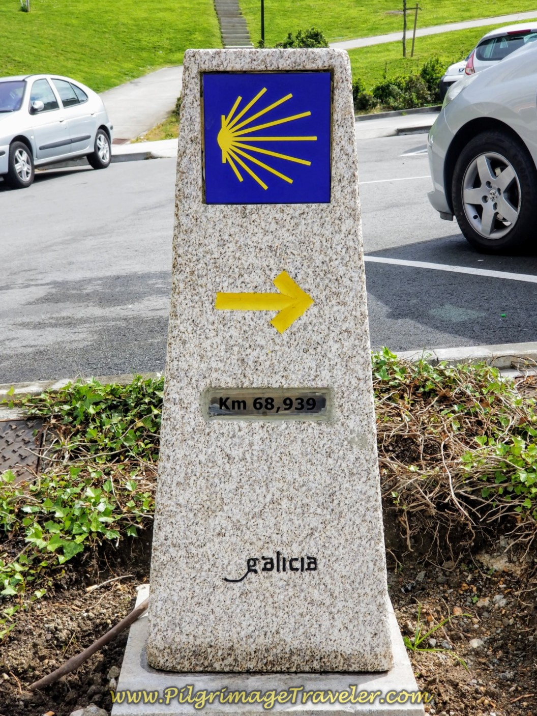 68.93 Kilometer Waymark, in La Coruña on day one of the La Coruña Arm of the Camino Inglés