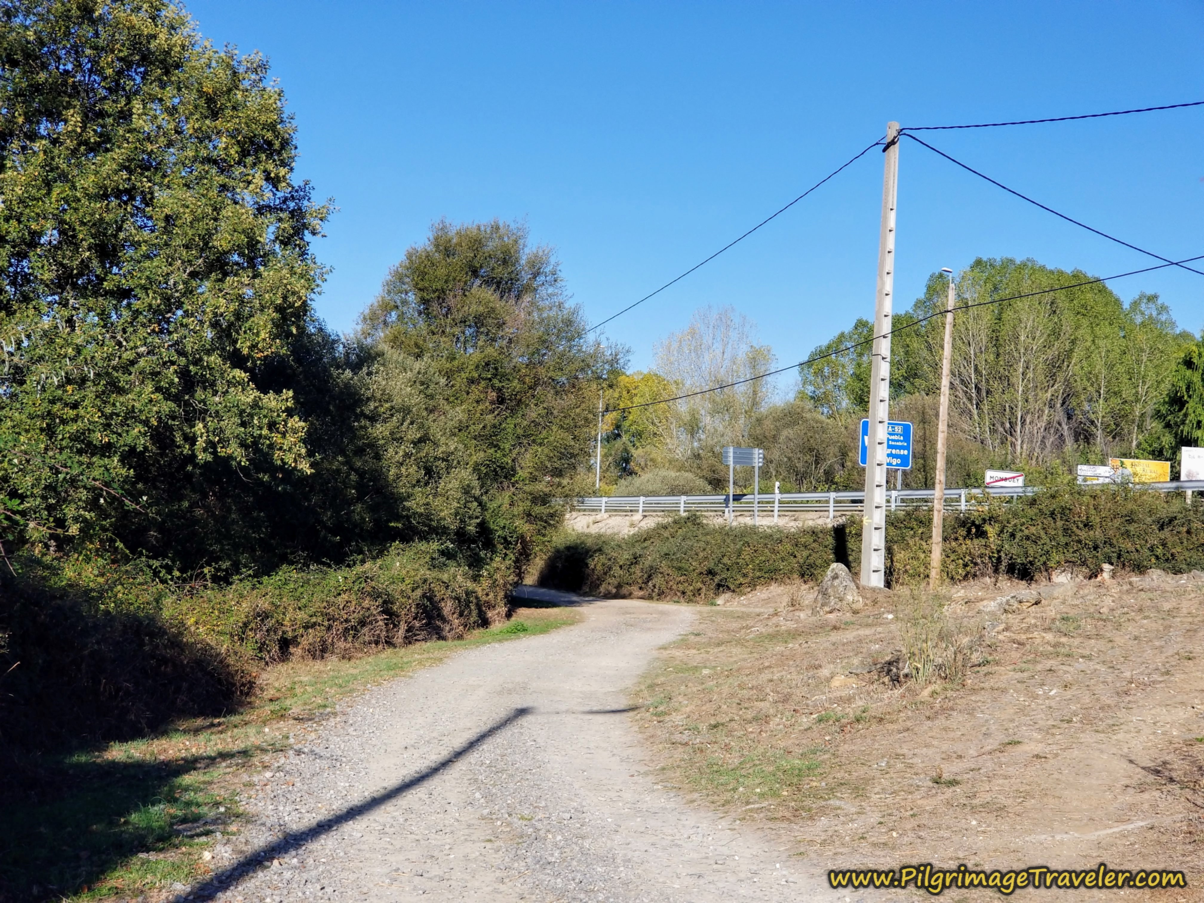 Follow Frontage Lane with N-525 on the Camino Sanabrés from Rionegro del Puente to Entrepeñas
