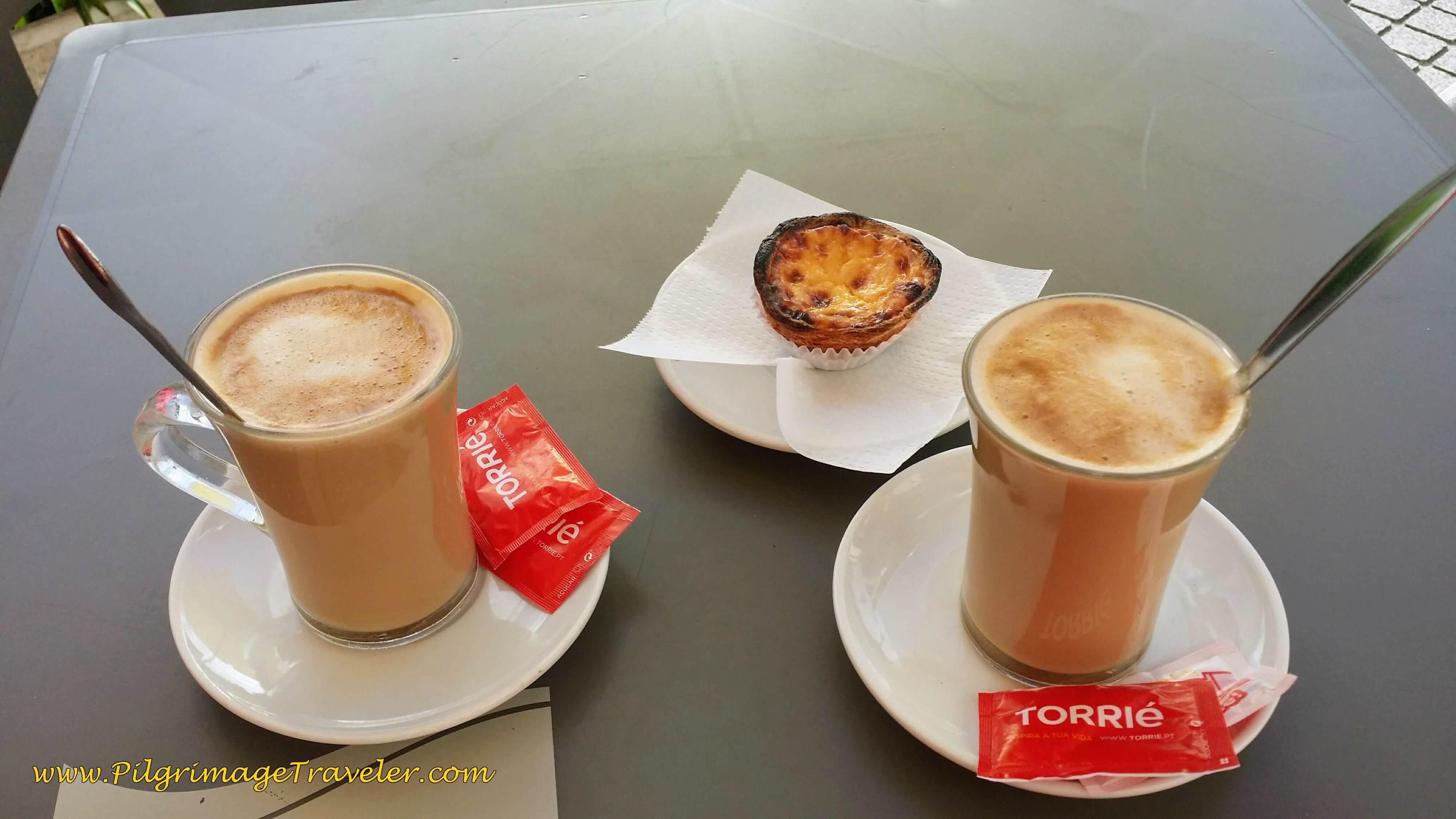 Café con Leite and Pastel de Nata!