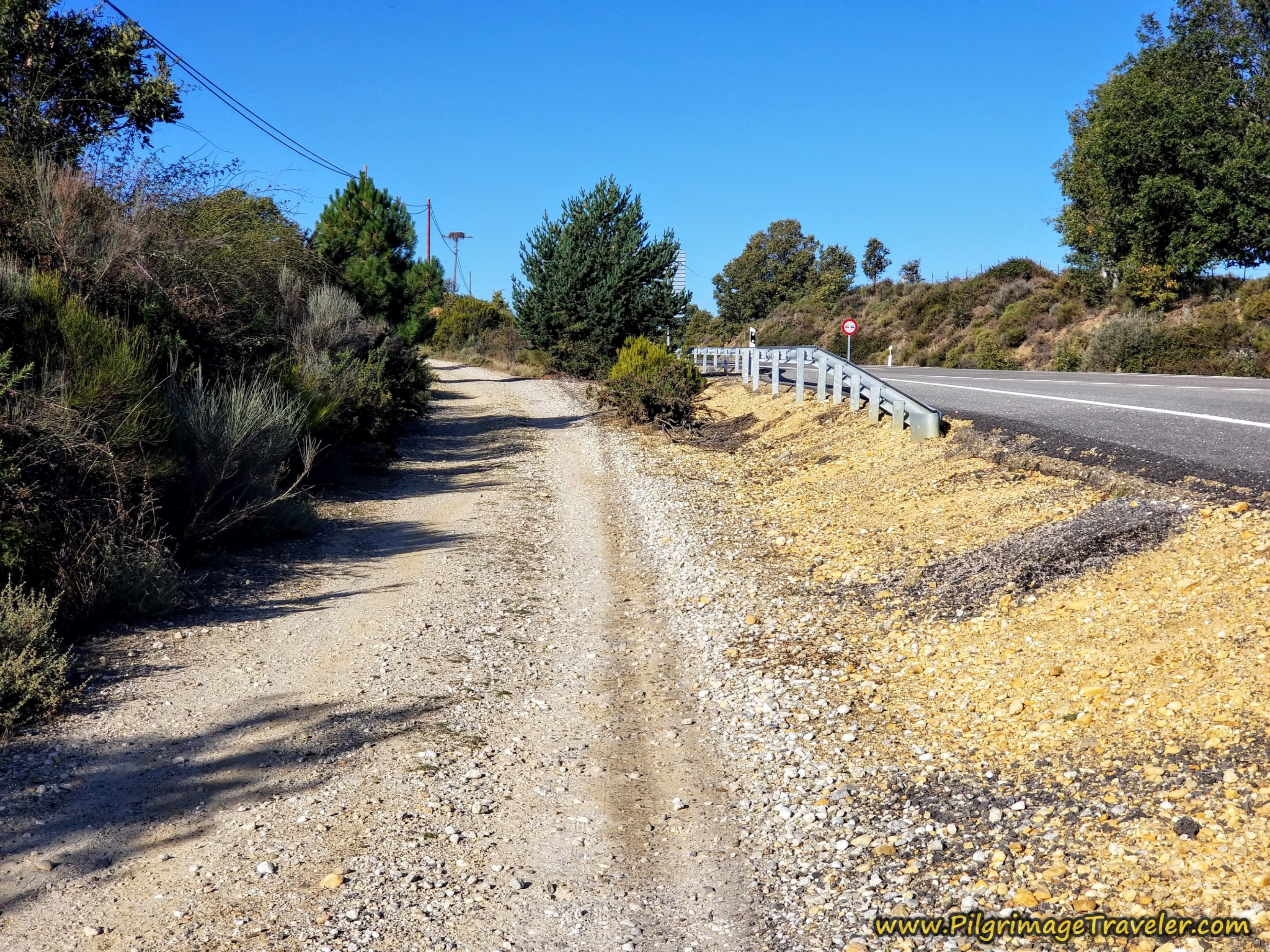 Join Frontage Lane Again on the Camino Sanabrés from Rionegro del Puente to Entrepeñas