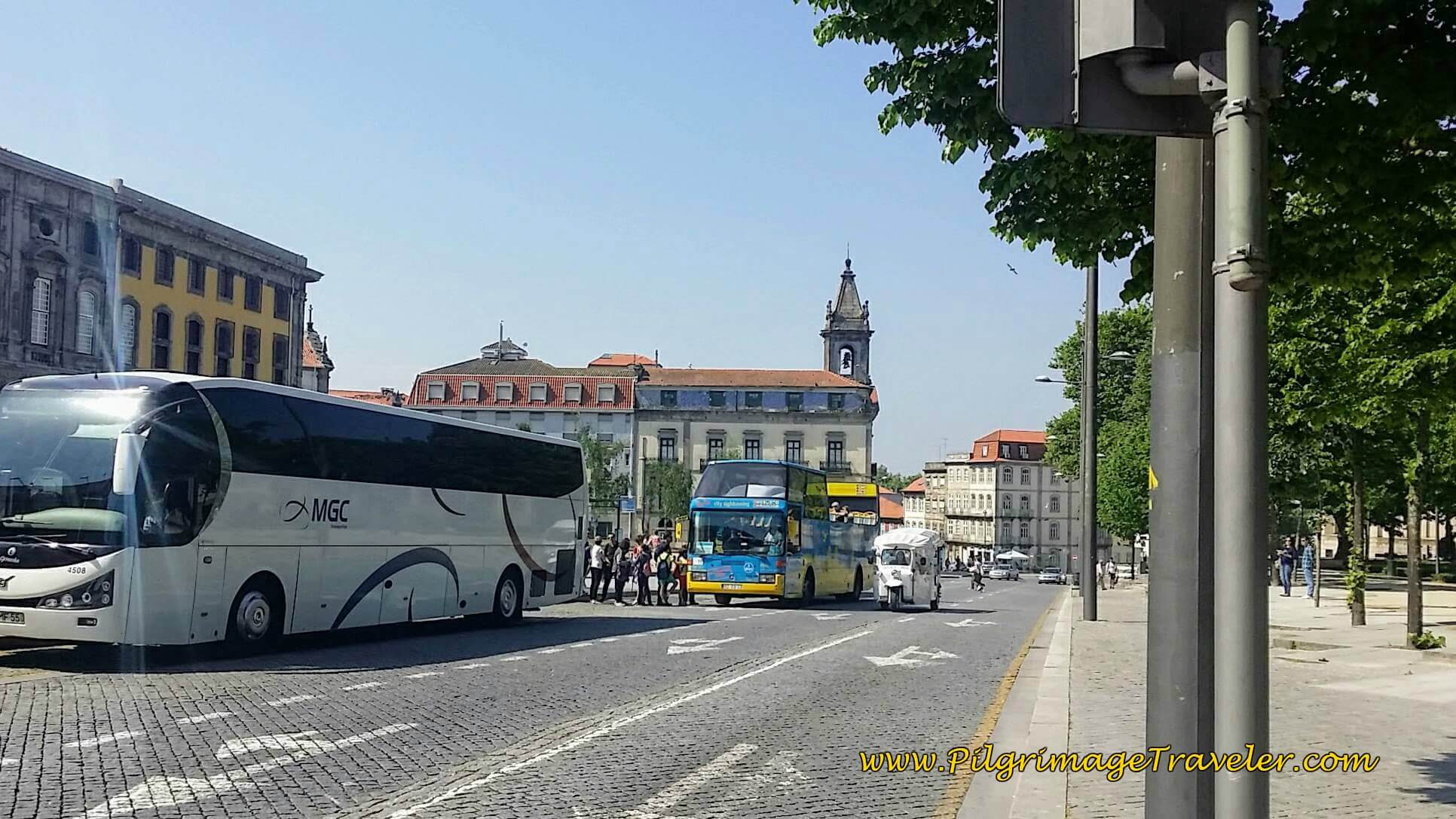 3 Ways to Get Around Porto: Tour Bus, Hop On Bus and Tuk Tuk