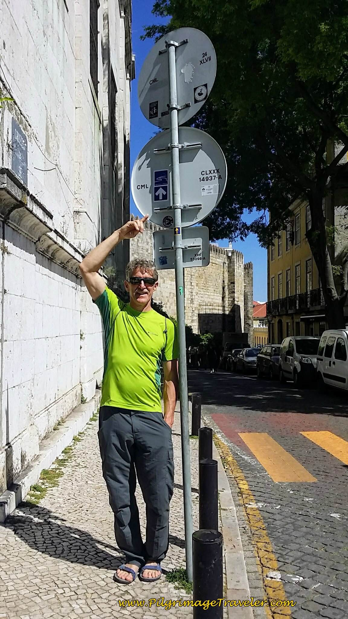 Rich Pointing to Arrow on Street Sign Around the Right of the Sé de Lisboa