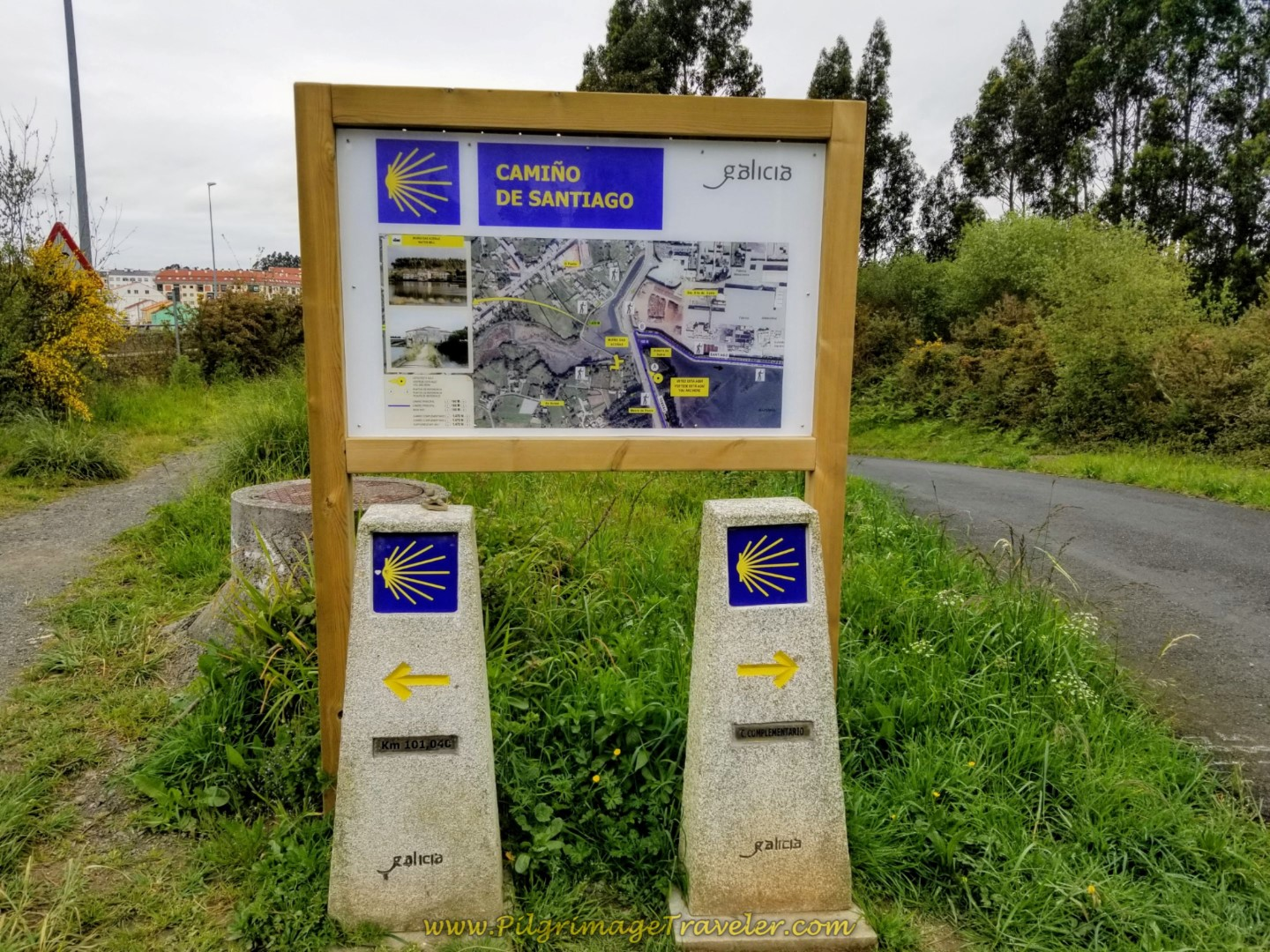 Decision Point in Gião on day fifteen on the Central Route of the Portuguese Way