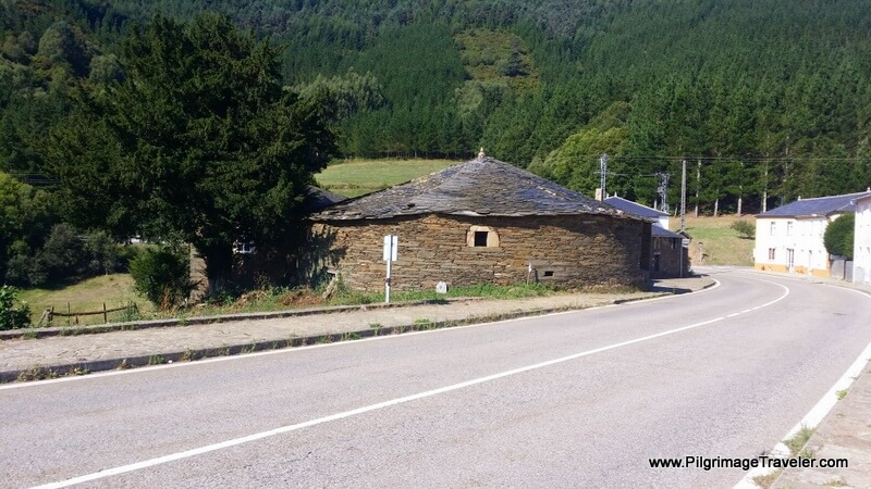 Walking through Paravadella on the Camino Primitivo