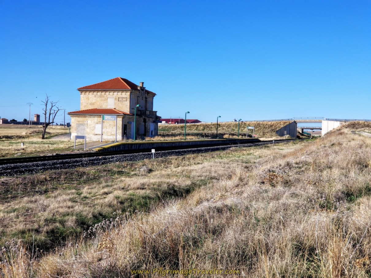 Walk by Narros del Castillo Railroad Station