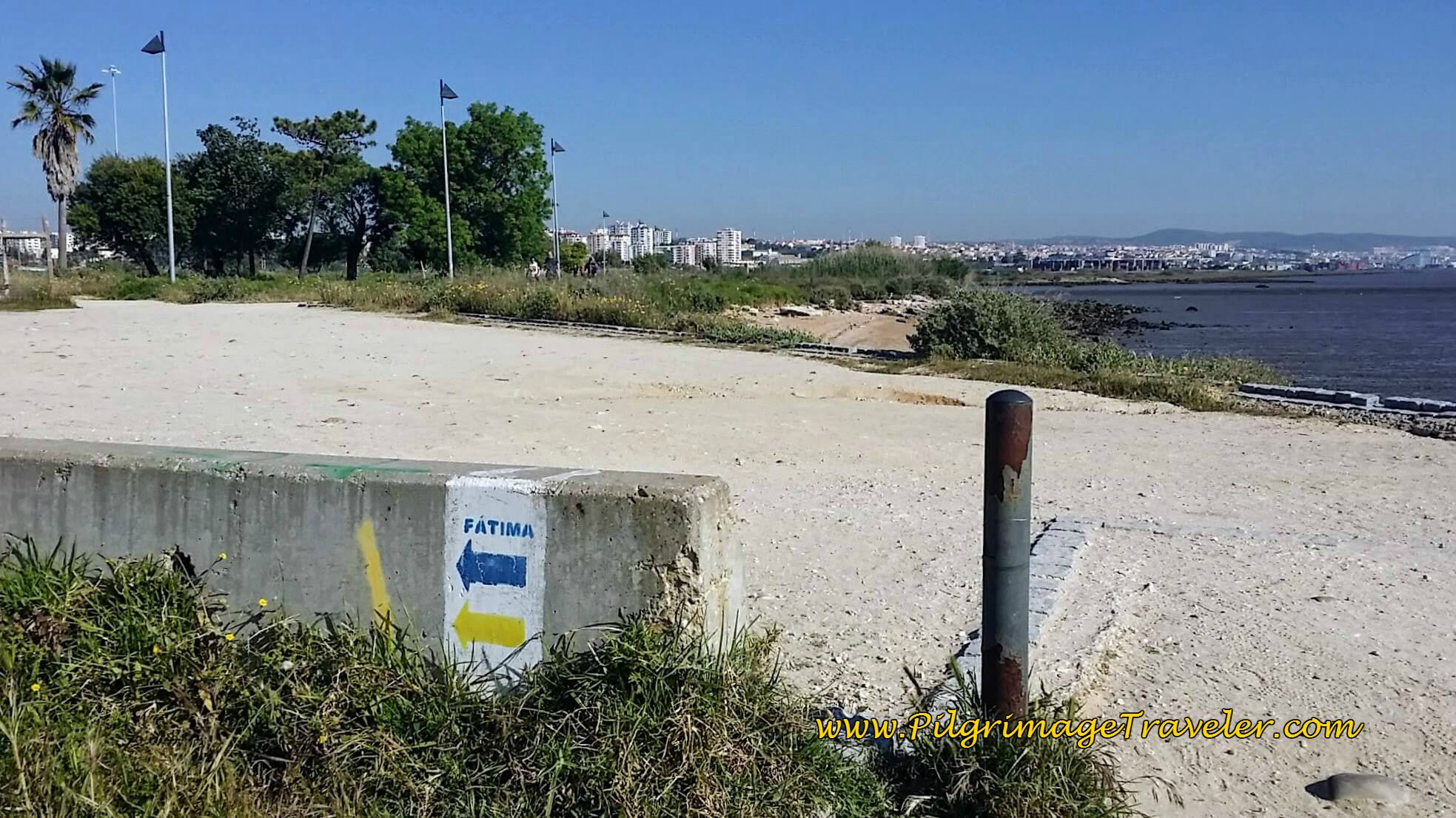 Inland signpost on the Passeio do Tejo, Lisbon