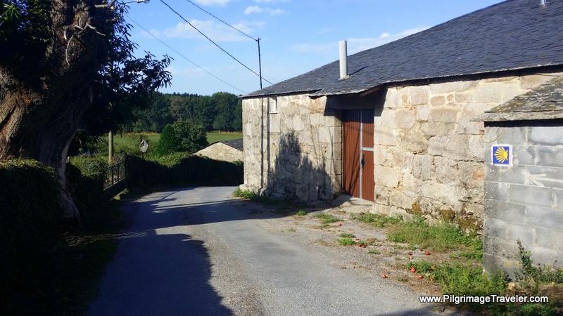 Waymark Through the Hamlet of Nadela, Galicia, Spain