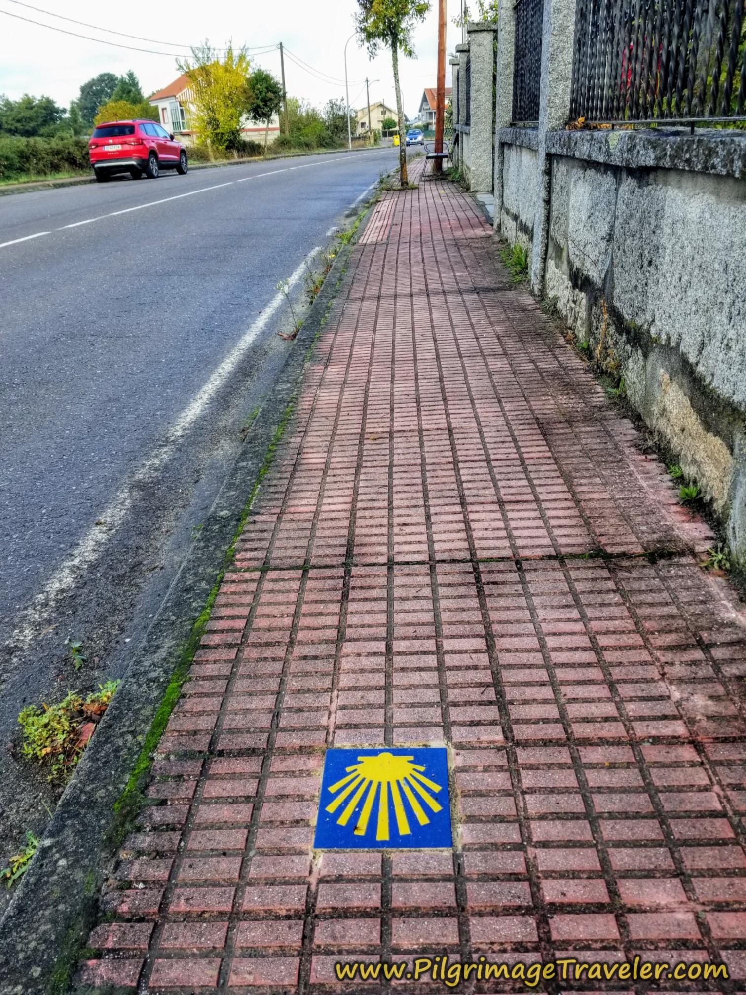 Red Brick Waymark, Camino Sanabrés, Xunqueira de Ambía to Ourense