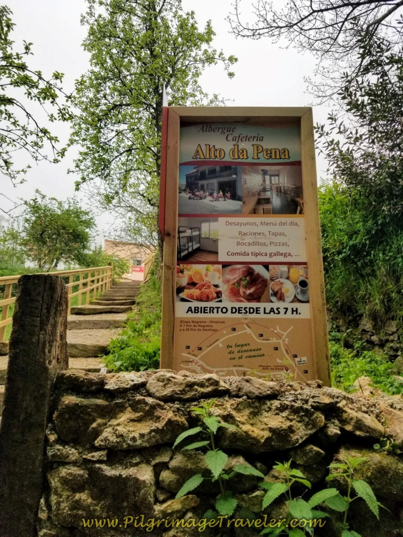Pass by the Albergue Cafetería Alto da Pena