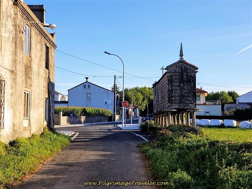 Entering Senande at 16.5 Kilometer Waymark