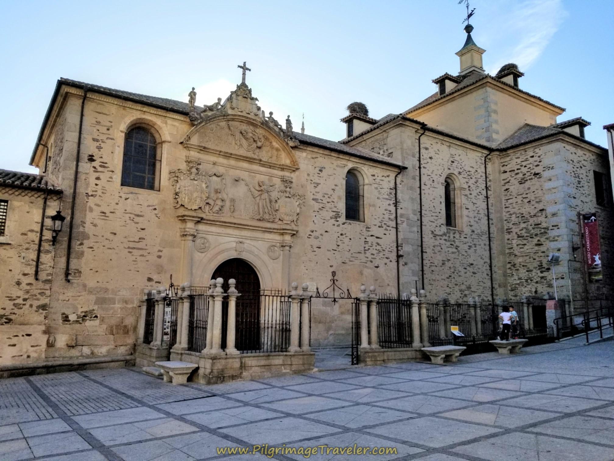 In the west end of the Plaza Santa Teresa is the famous Iglesia de la Anunciación, with the Sepulcro de Santa Teresa, or St. Teresa's tomb, Alba de Tormes