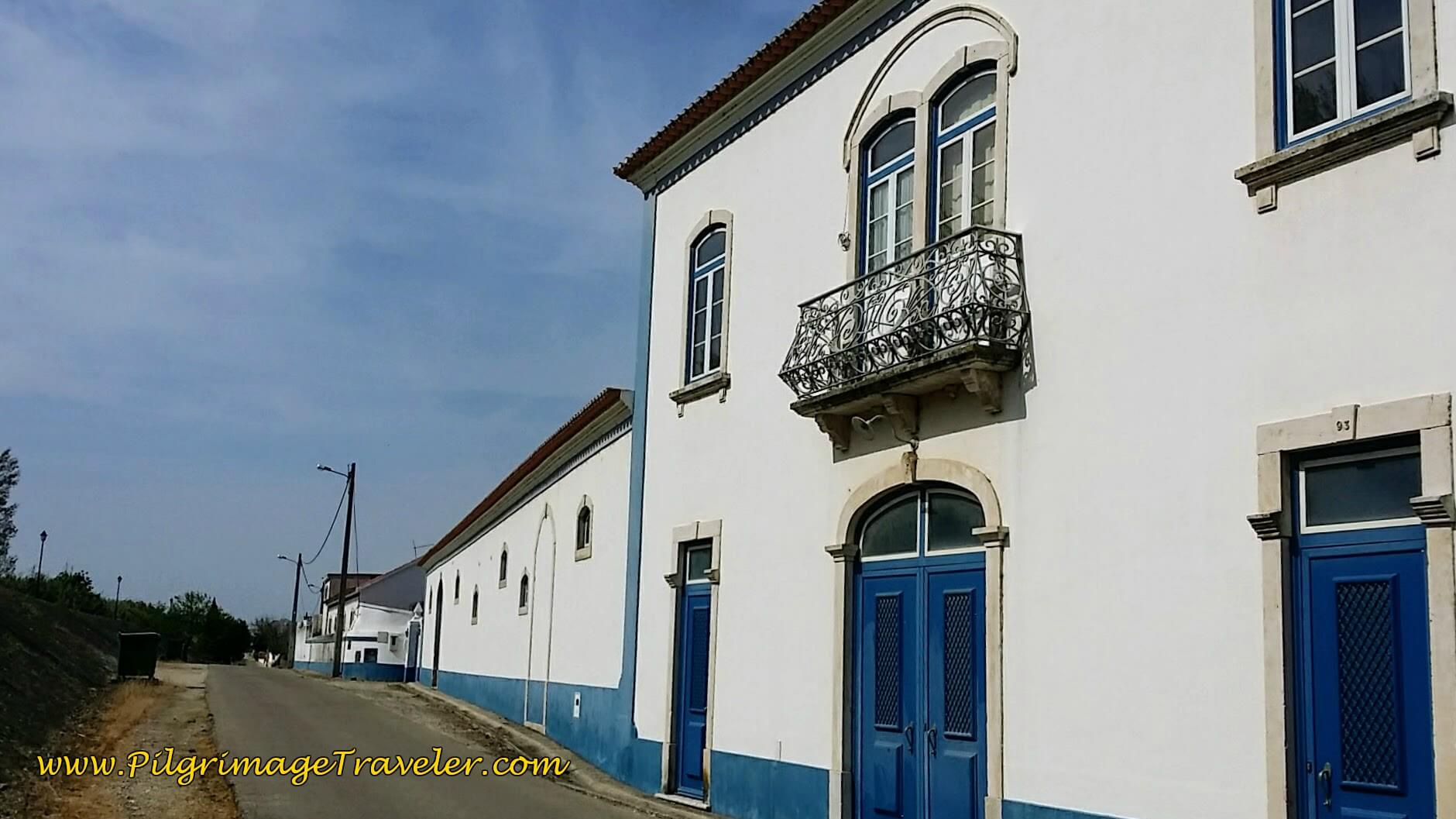 Attractive Rowhouse Along the Rua do Morgado
