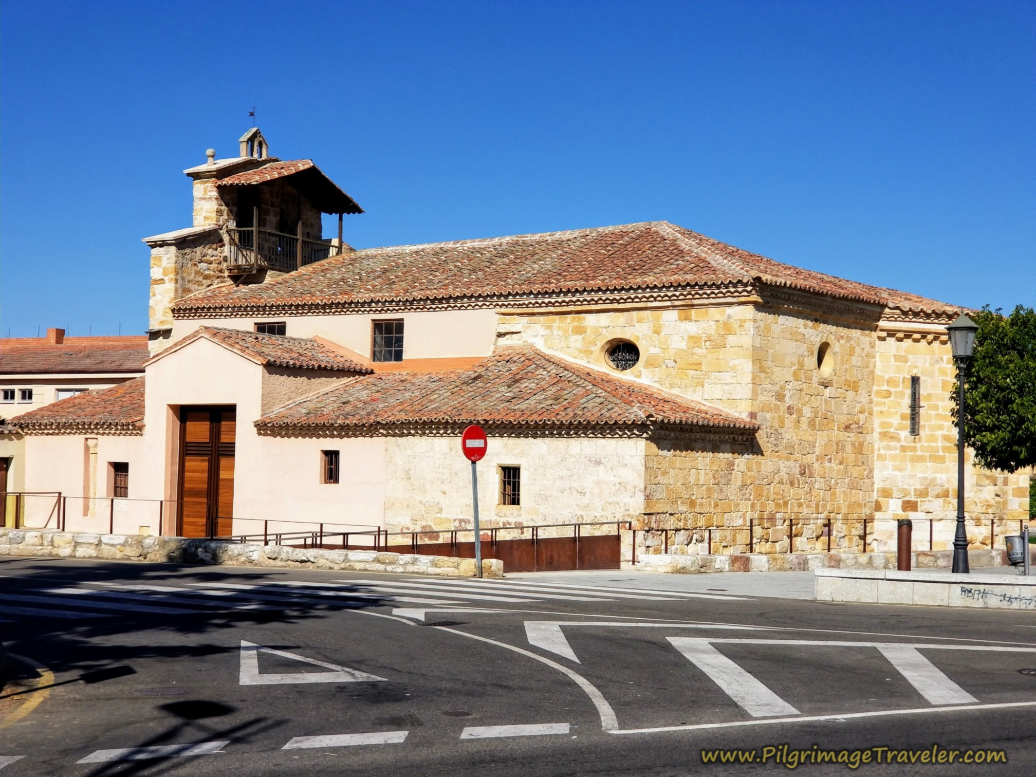 Pass by the Iglesia de San Frontis