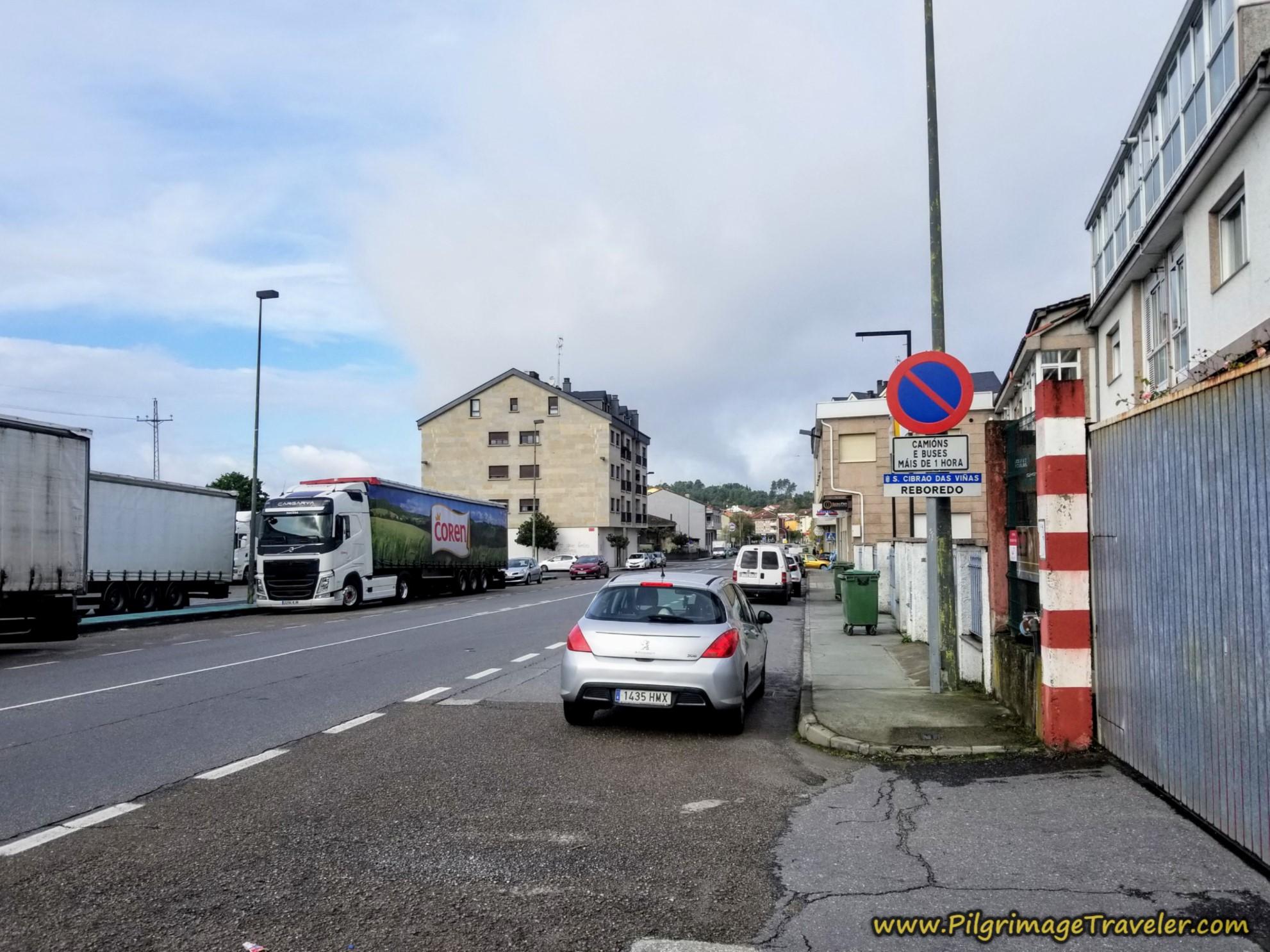 Entering Reboredo, Camino Sanabrés, Xunqueira de Ambía to Ourense