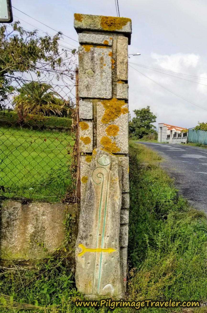 Carved Waymark on the Rúa do Cruceiro