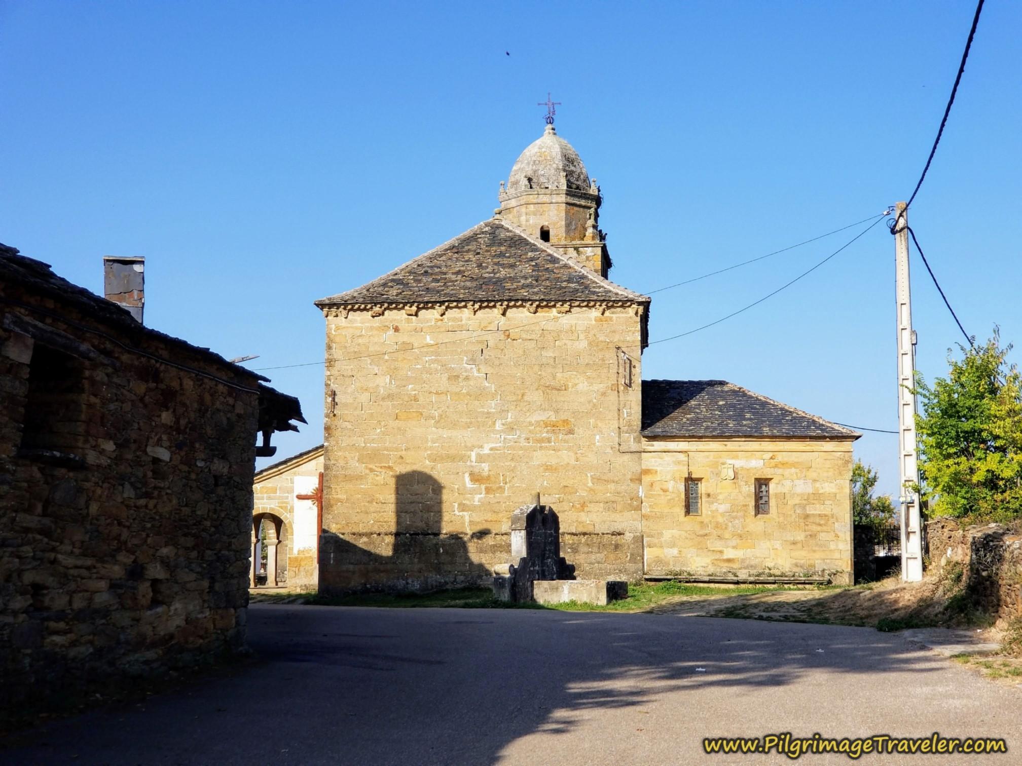 Pass the Iglesia de Santo Tomás Apóstol