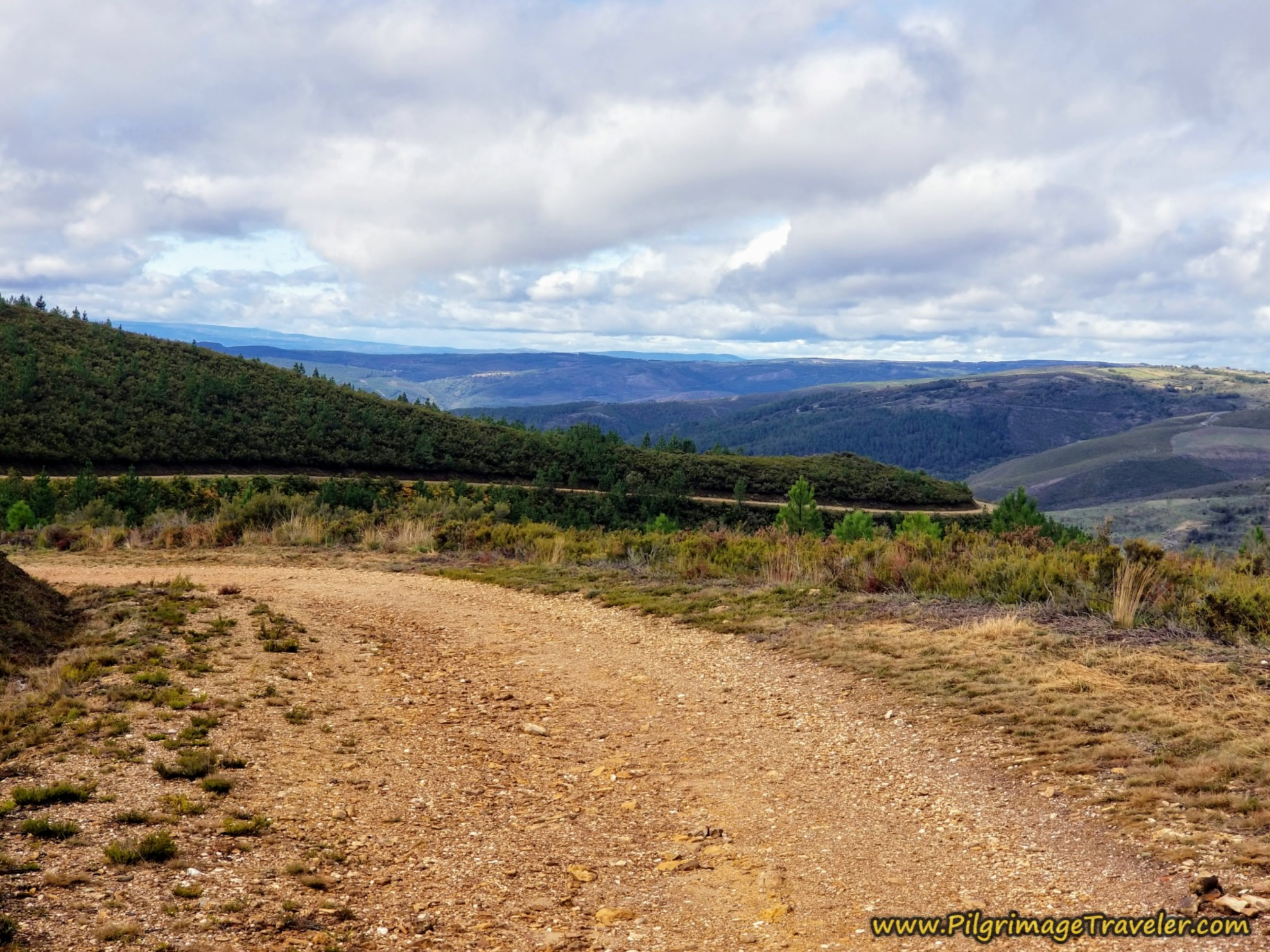Long Road Ahead on the Camino Sanabrés from to A Venda da Capela to A Laza