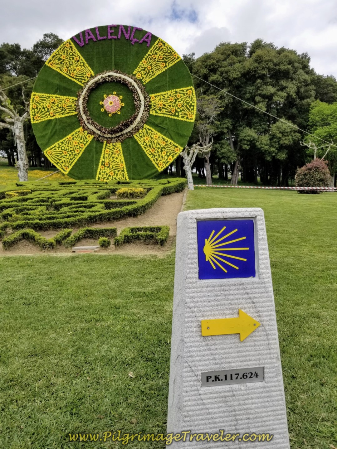 117 Km to Santiago, and Valença Flower Wheel on day nineteen on the Central Route of the Portuguese Camino