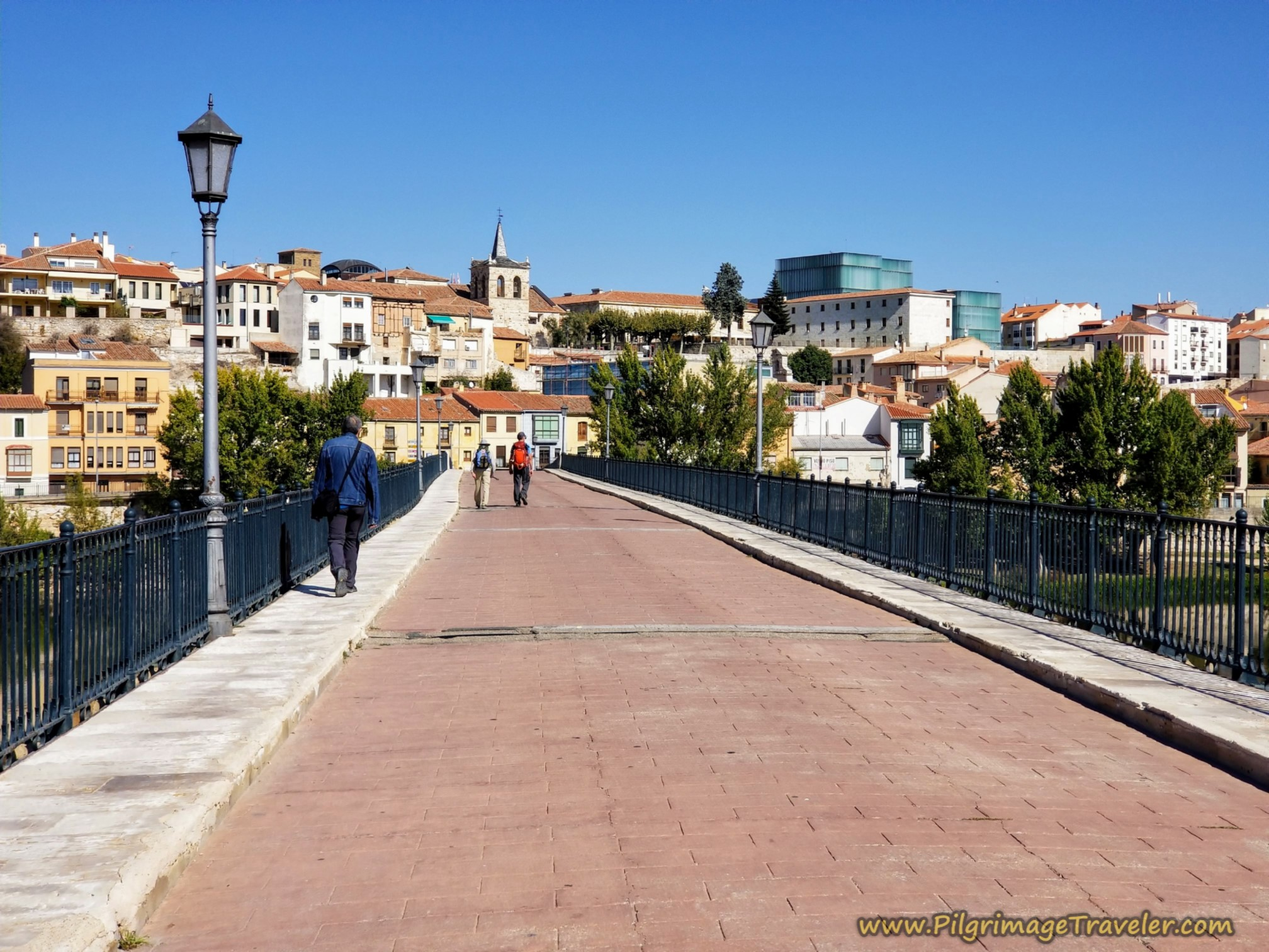 Pedestrian Way on the Puente de Piedra