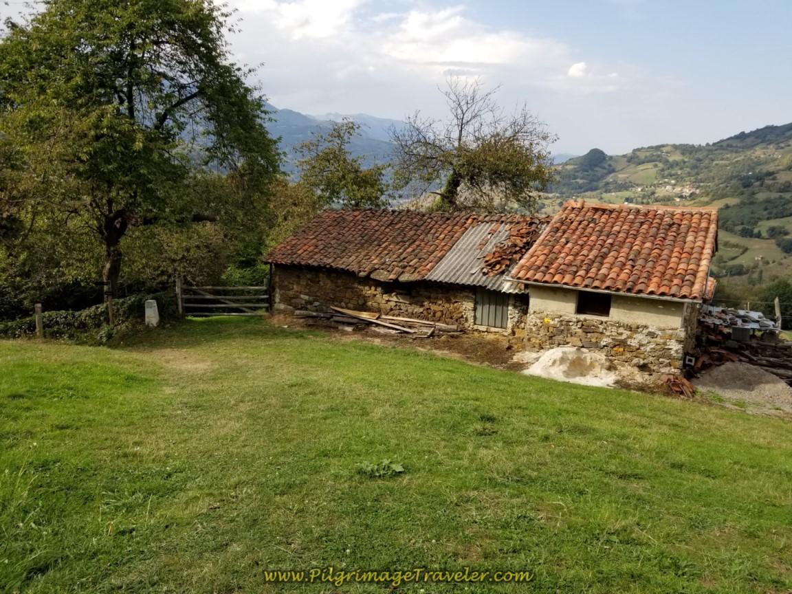 Asturian Waymark in Barraca on day four of the Camino de San Salvador