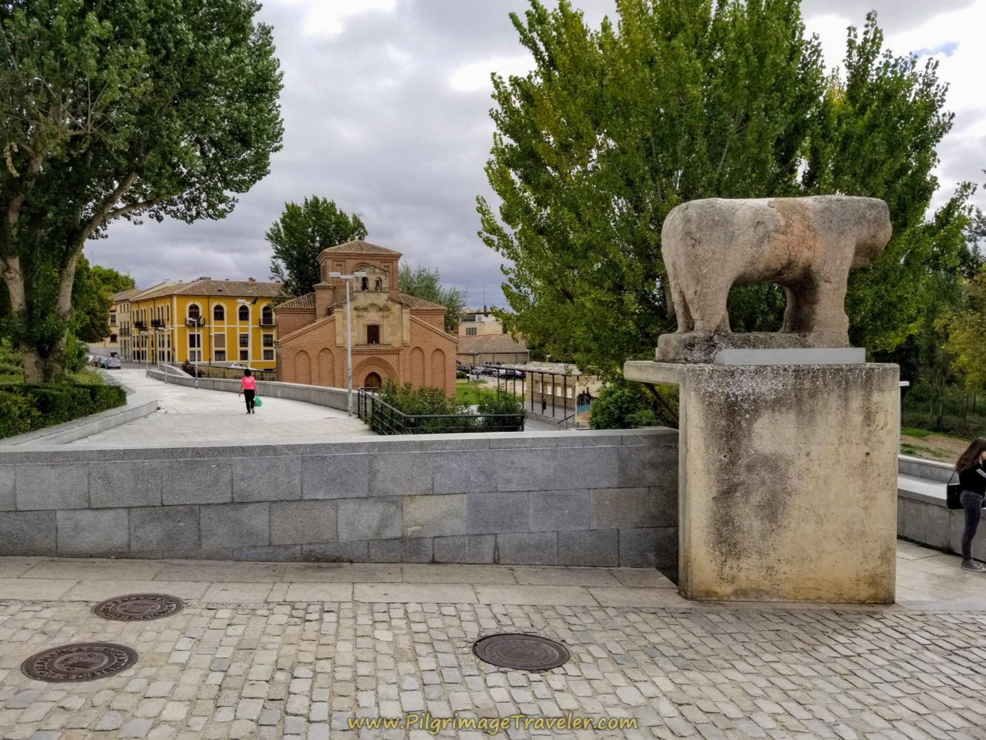 Verraco del Puente, Plaza de Santiago