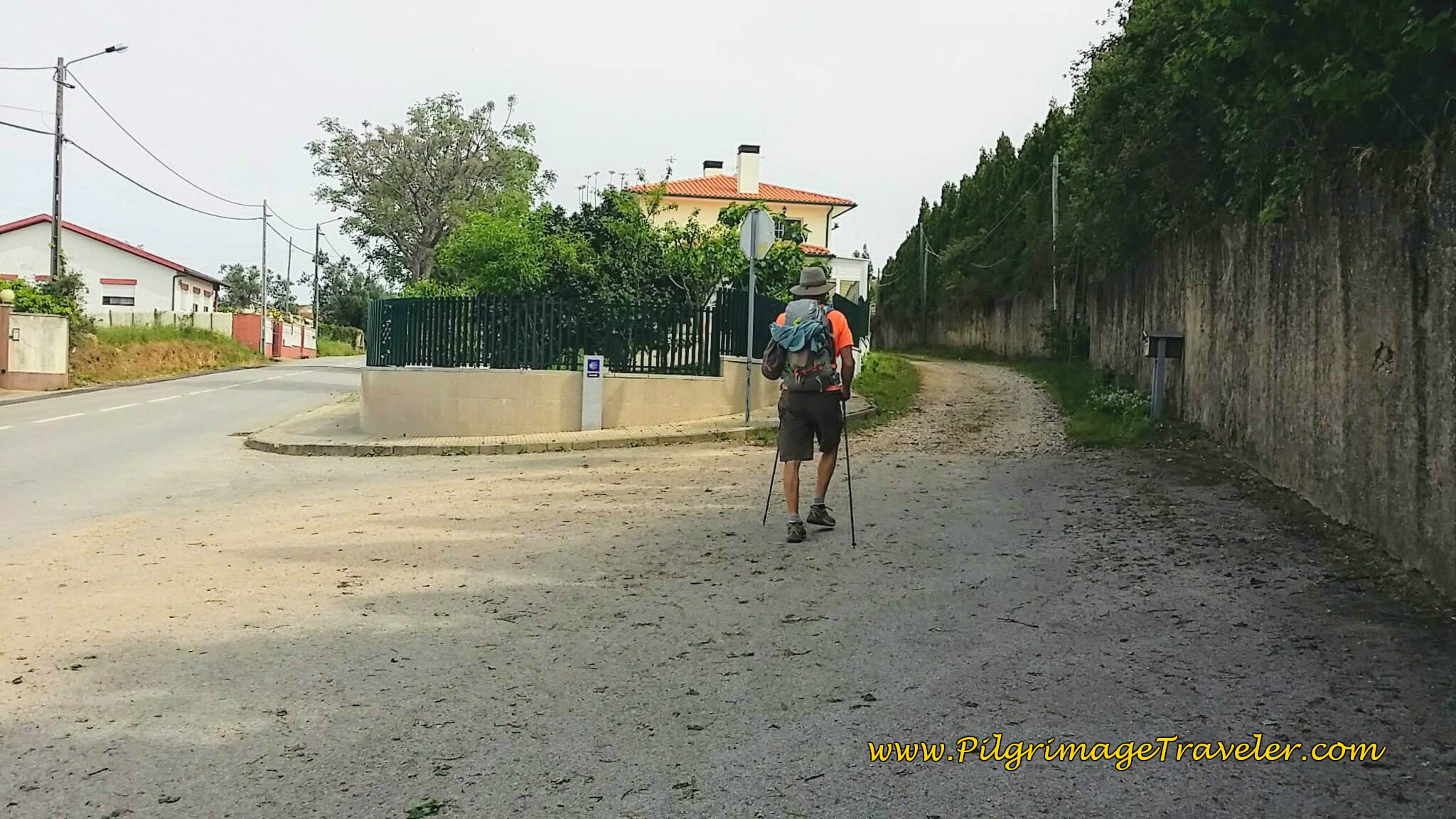 Leave the Rua Sra. do Socorro and Turn Right Onto Dirt Lane on day twelve of the Camino Portugués