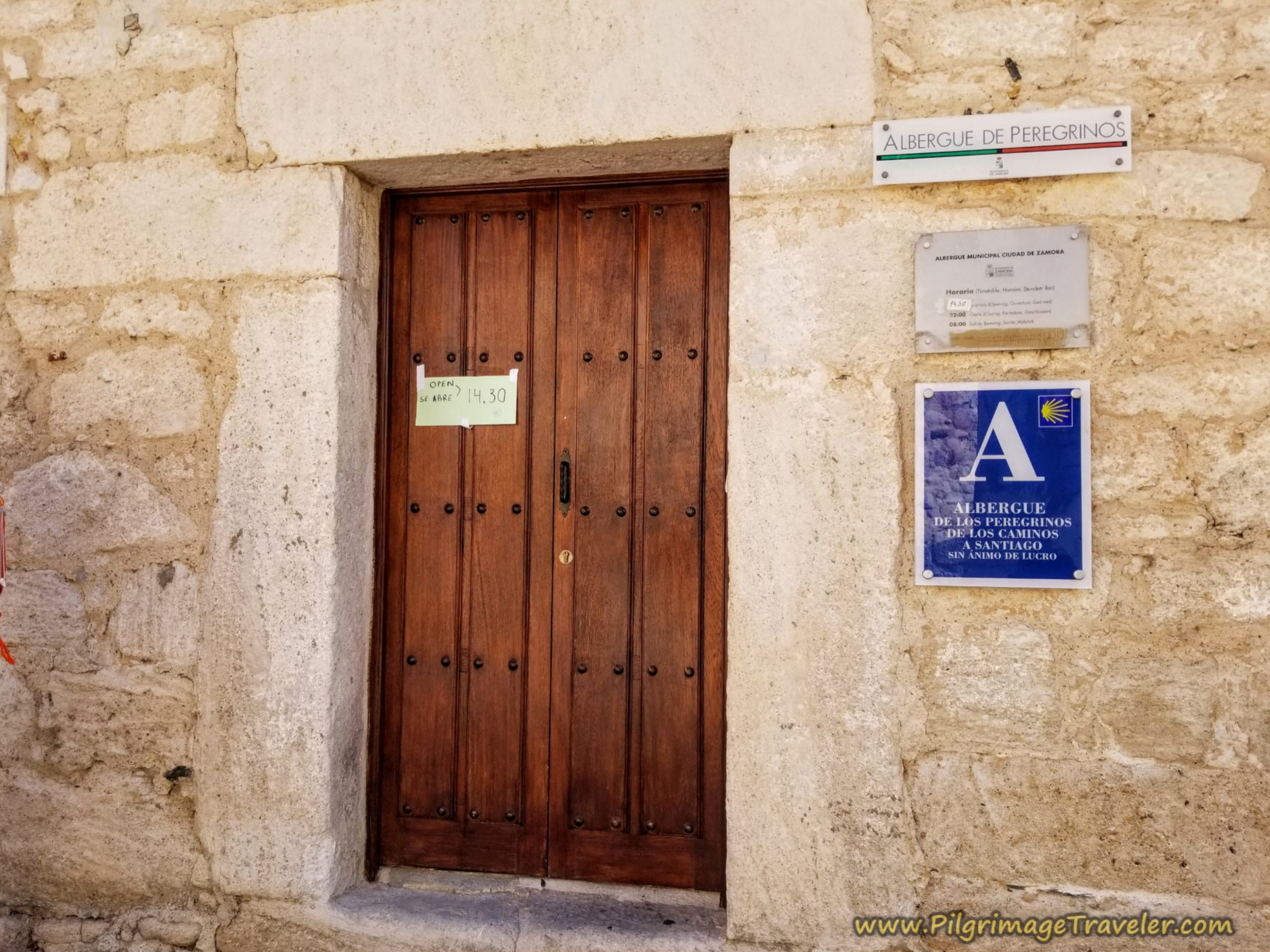 Entrance to the Albergue de Peregrinos de Zamora