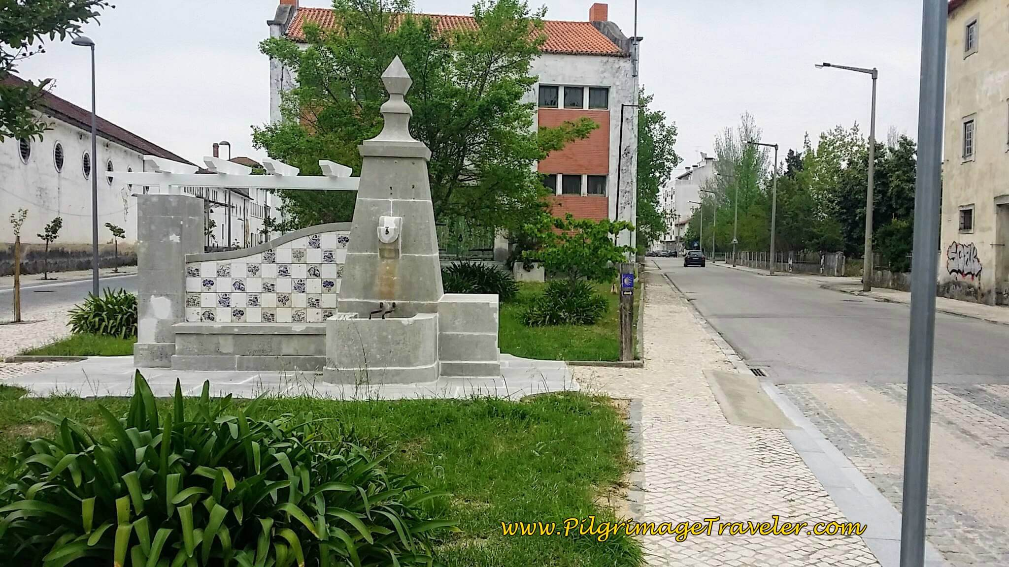 Right Turn at Fountain onto Rua Visc. Valdoeiro in Mealhadam Portugal