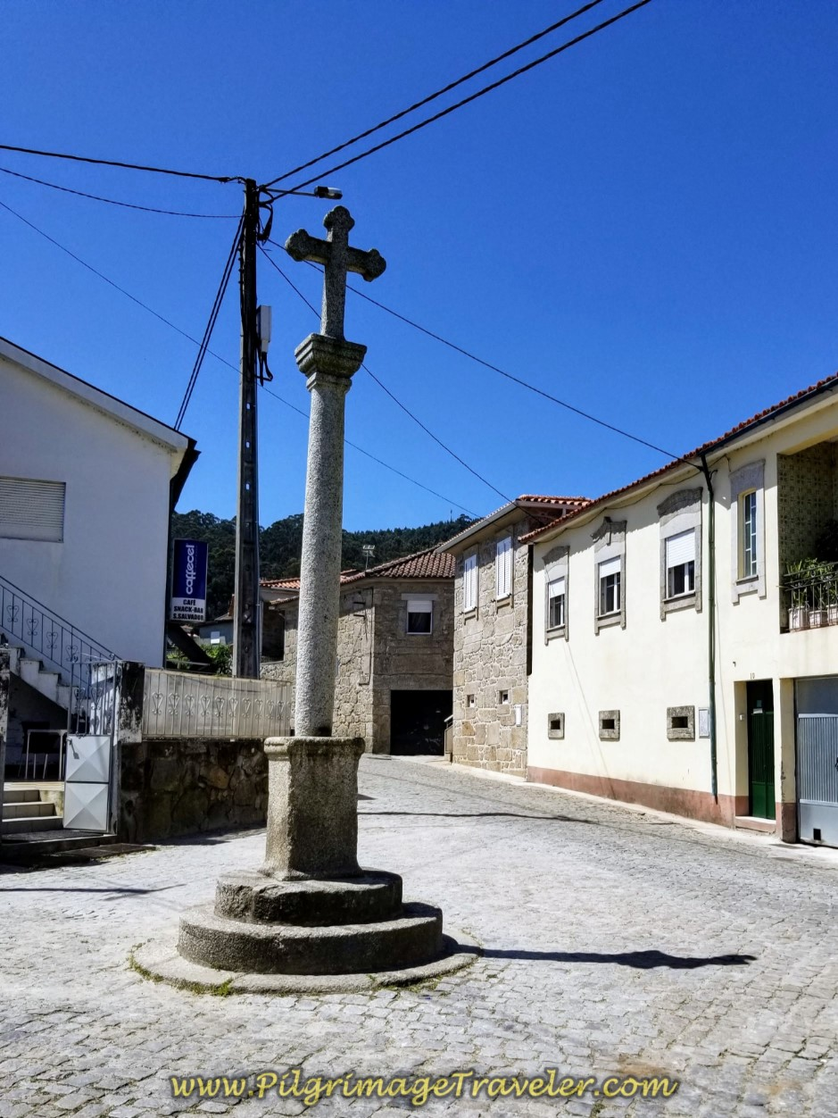 Cross in Pereira and Café do Cruzeiro on day sixteen on the Central Route of the Portuguese Way