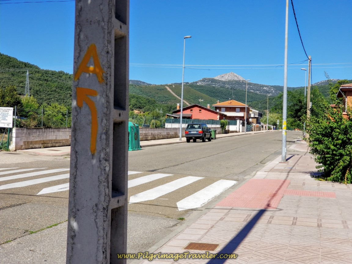 Arrow Toward the Albergue Municipal de La Robla