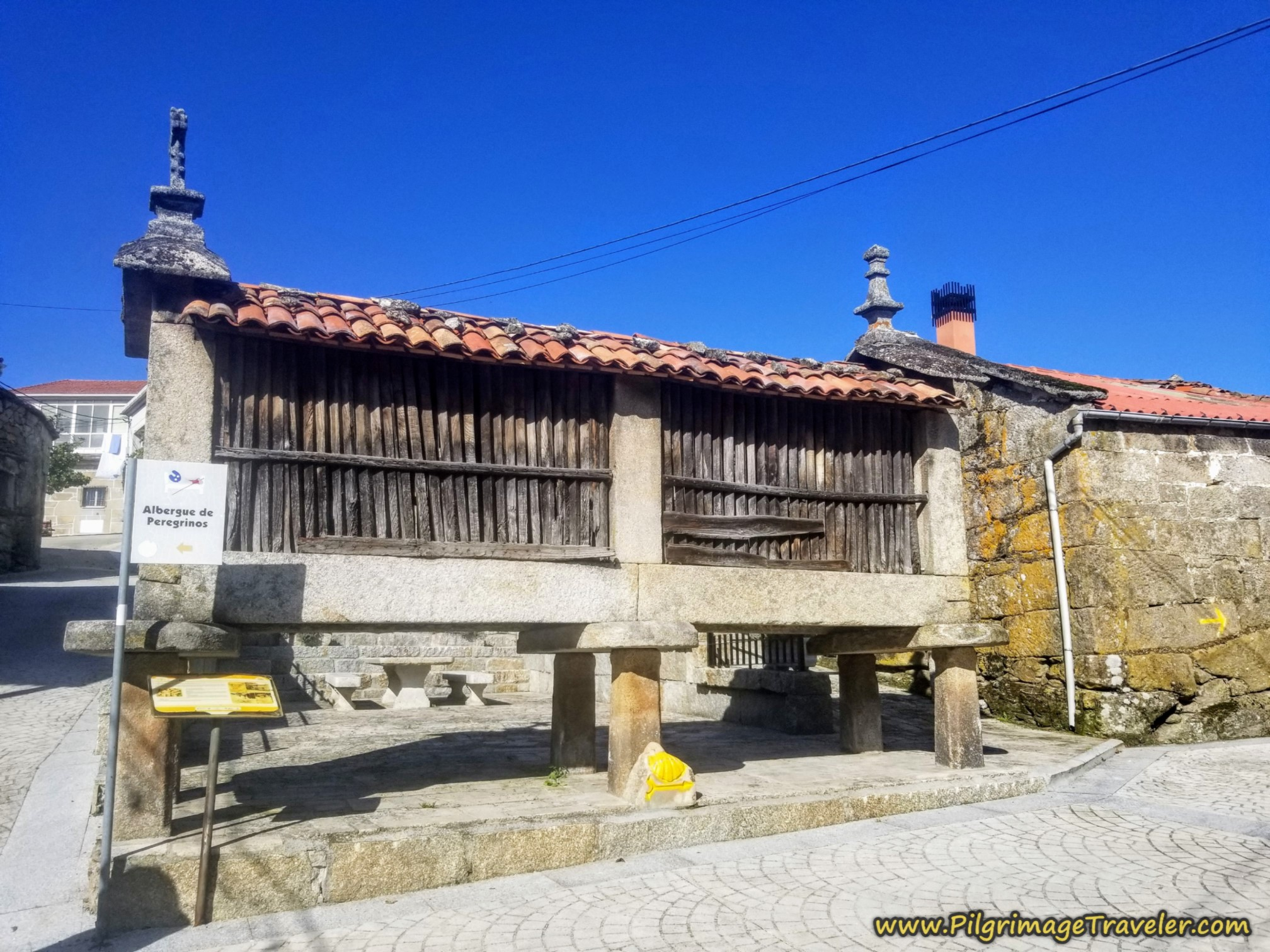 Turn at this Horreo in Cea