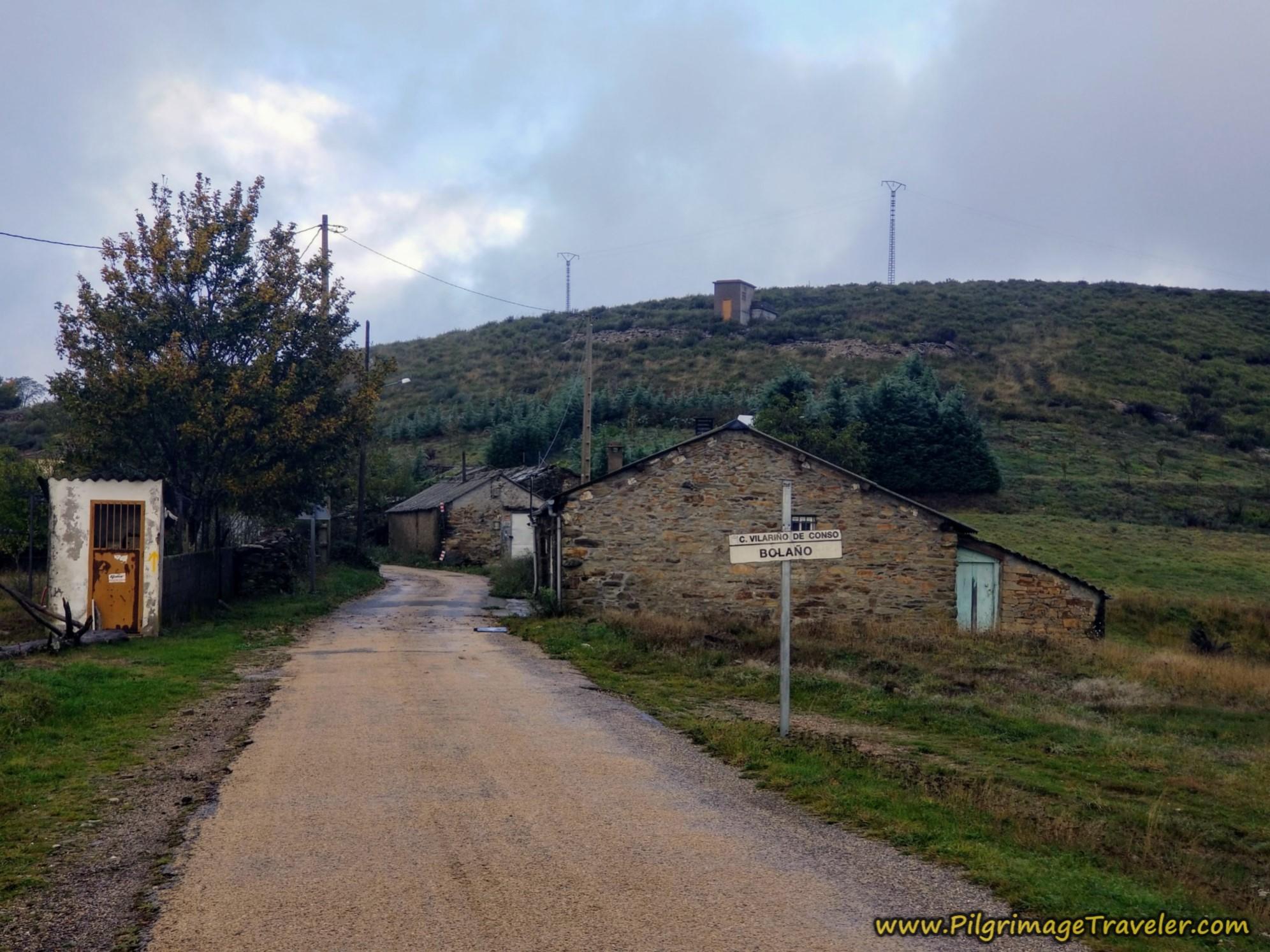 Entering Venda do Bolaño on the Camino Sanabrés from to A Venda da Capela to A Laza