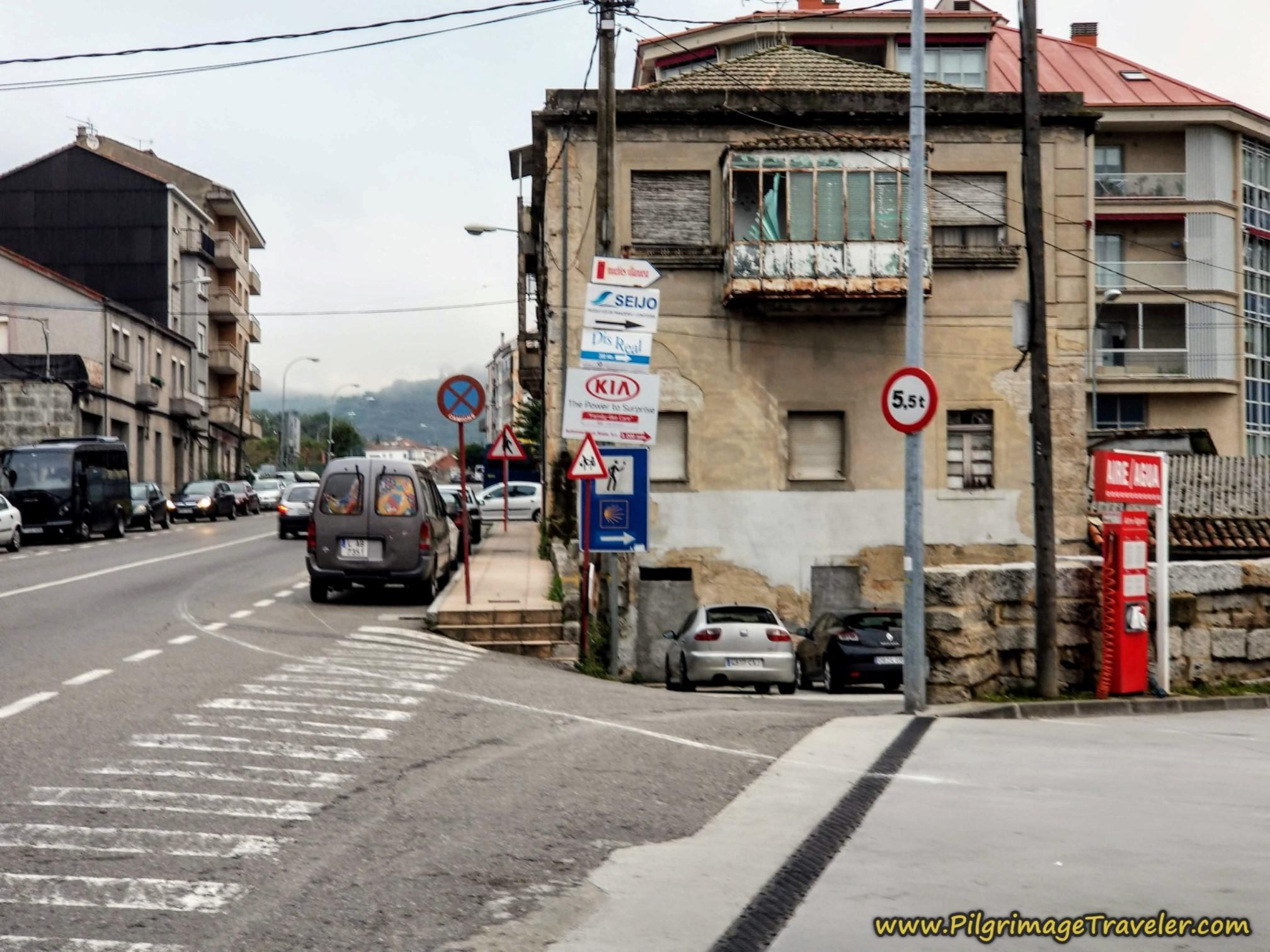Leave the Avenida de Santiago Here, Camino Sanabrés, Ourense to Cea