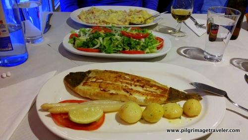 Pasta Carbonara, Ensalada, Flounder with Potatoes and White Esparagus
