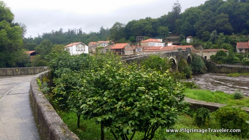 About three-quarters of the way on day one Camino Finisterre, you come to the charming medieval town of Ponte Maceira. HereRío Tambre, 13th Century Bridge and Ponte Maceira