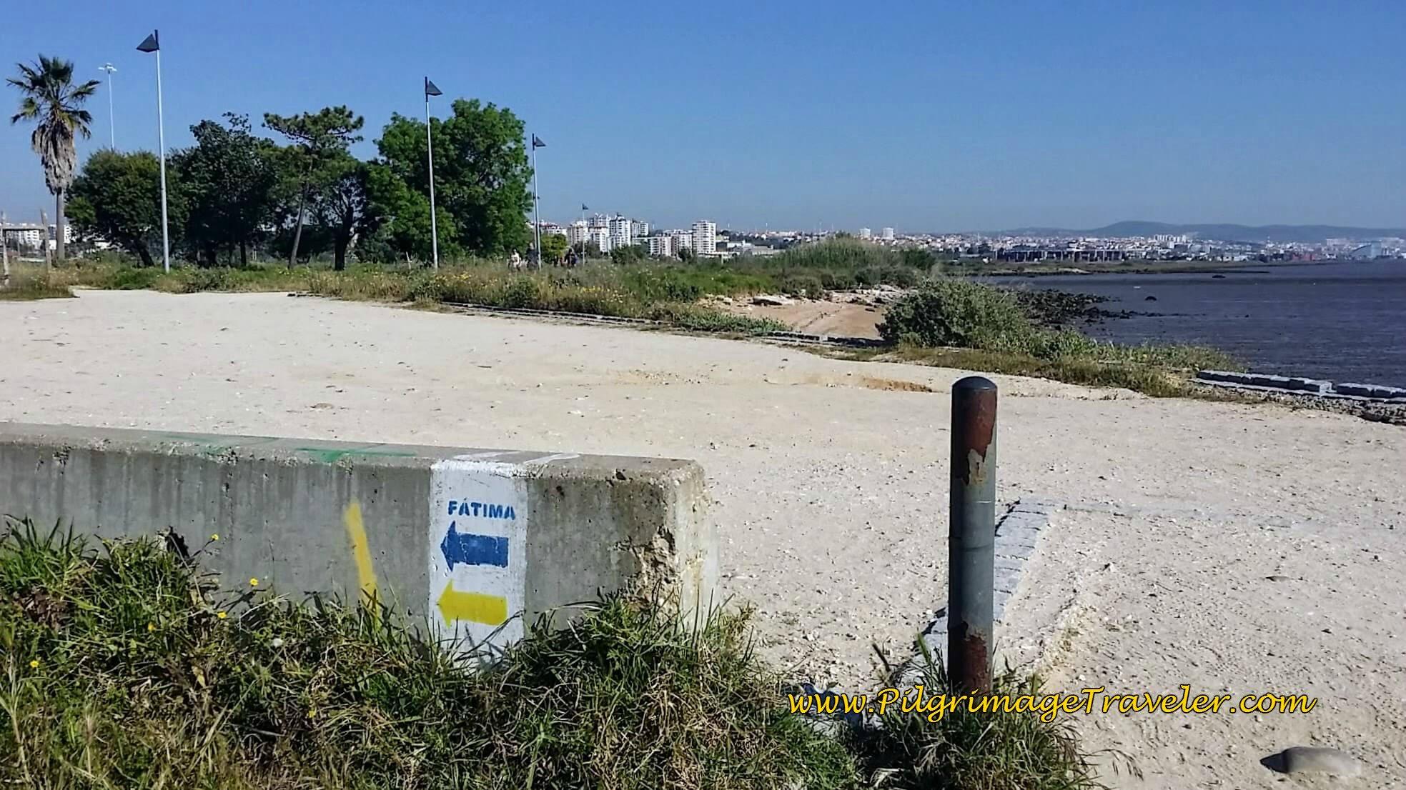 Inland signpost on the Passeio do Tejo, Lisbon