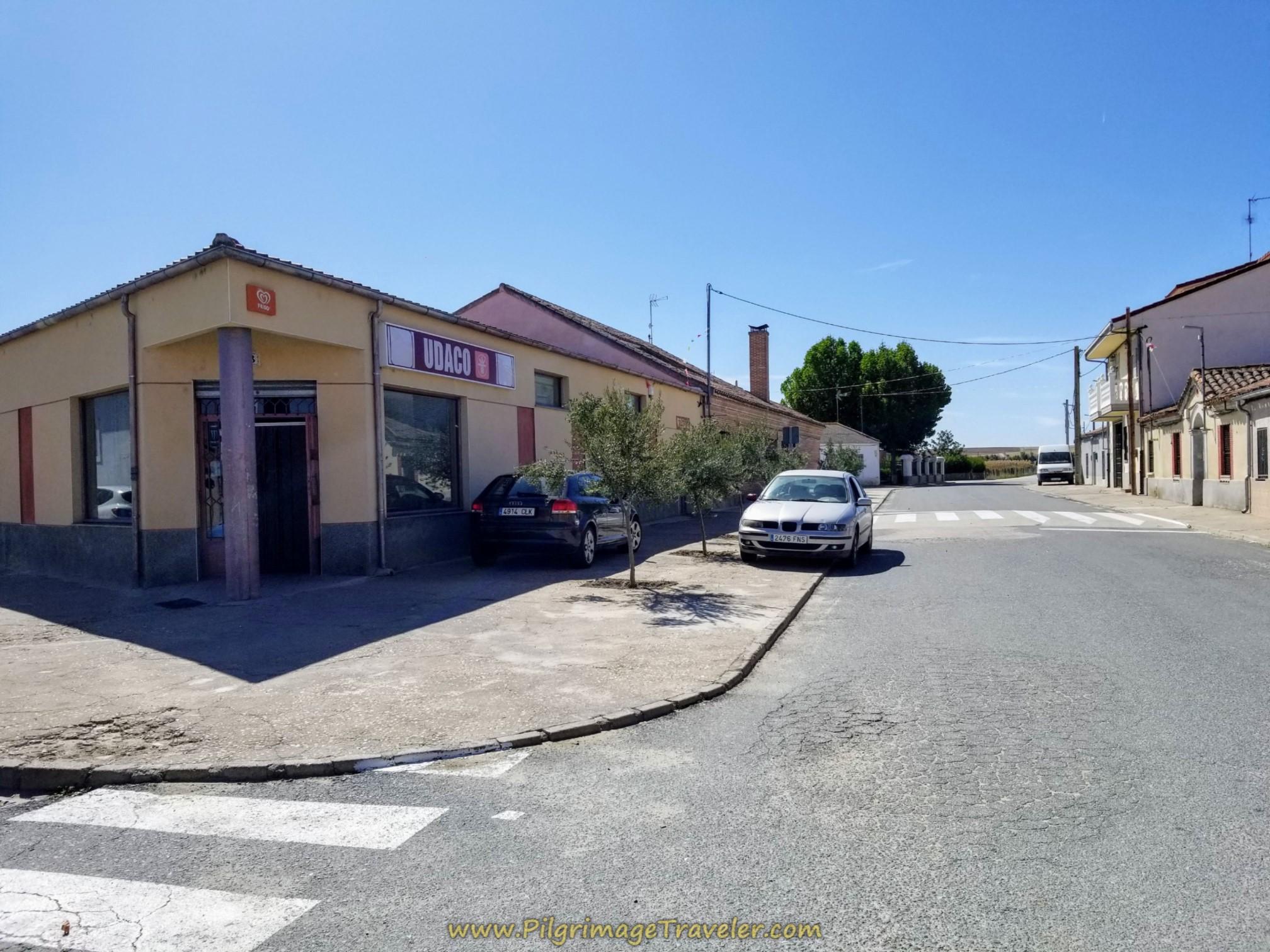 Pass the Supermercado San Juan on the journey to Alba de Tormes