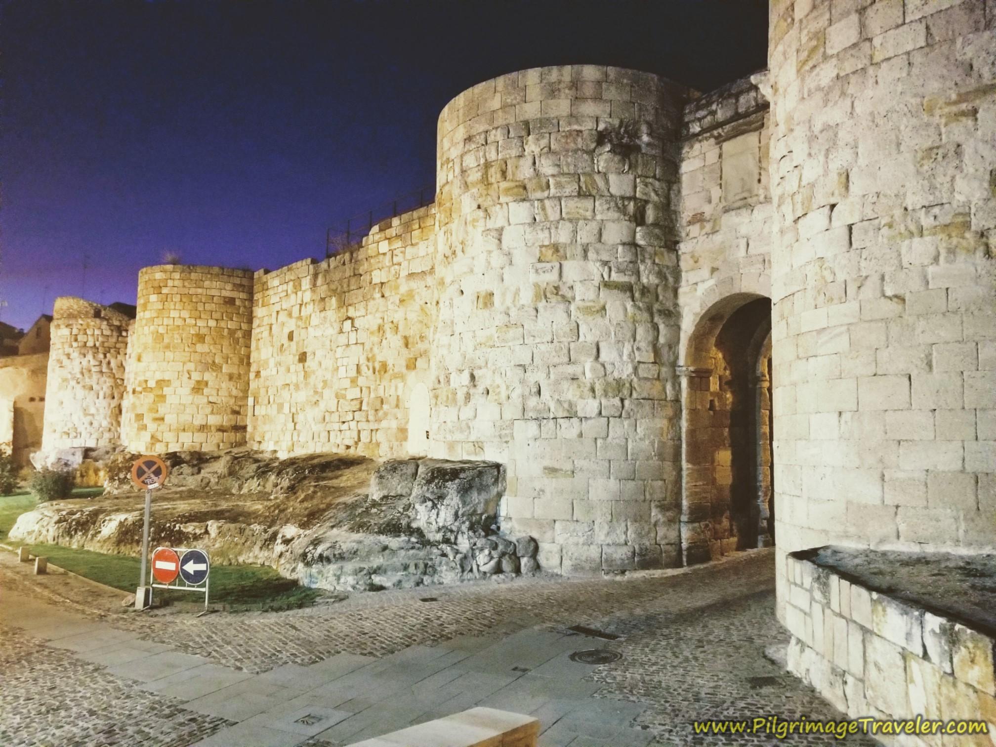 Puerta de Doña Urraca, medieval walls of Zamora, on the Vía de la Plata from Zamora to Montamarta